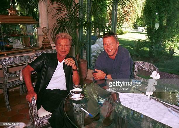 Siegfried Roy Homestory Dschungel Palast Las Vegas/Nevada/USA Siegfried rauchend obwohl vom Arzt verboten daneben Frank Buchs