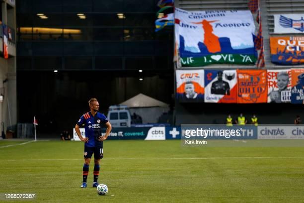 Siem De Jong of FC Cincinnati prepares to kick a free kick during the match against DC United at Nippert Stadium on August 21, 2020 in Cincinnati,...