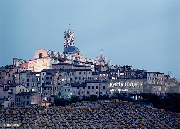 siena city skyline and duomo at dusk - yeowell stock photos and pictures