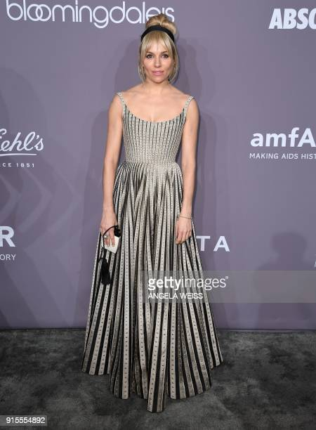 Sienna Miller attends the 2018 amfAR Gala New York at Cipriani Wall Street on February 7, 2018 in New York City. / AFP PHOTO / ANGELA WEISS