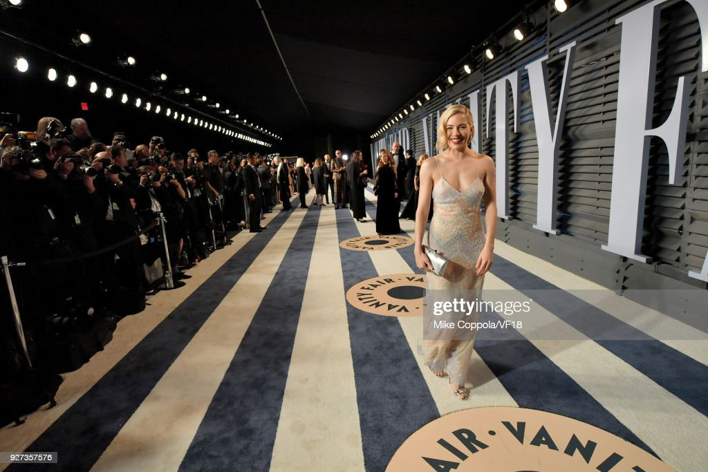 Sienna Miller attends the 2018 Vanity Fair Oscar Party hosted by Radhika Jones at Wallis Annenberg Center for the Performing Arts on March 4, 2018 in Beverly Hills, California.