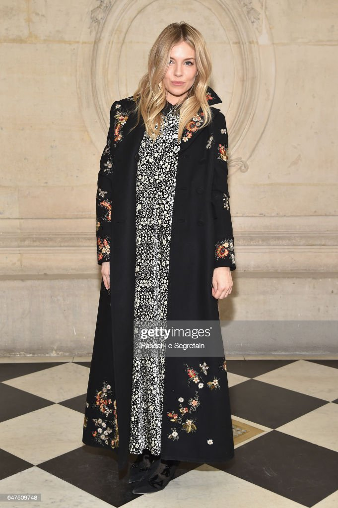 Christian Dior : Photocall - Paris Fashion Week Womenswear Fall/Winter 2017/2018