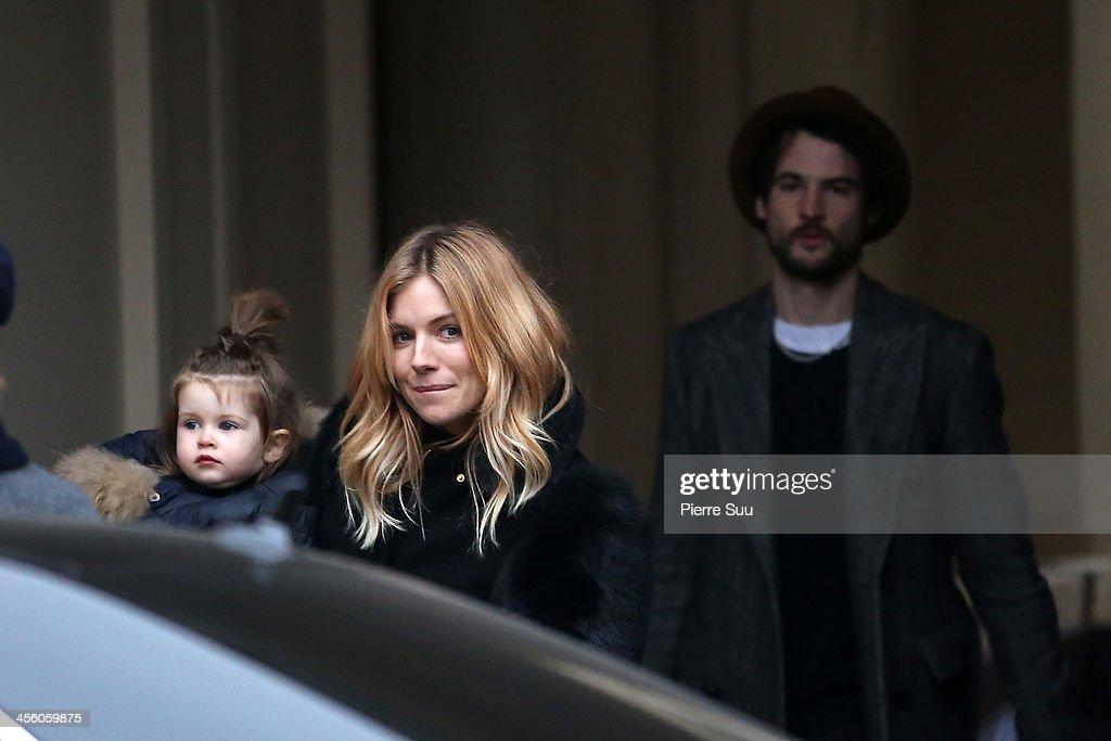 Sienna Miller and Tom Sturridge Sighting In Paris : News Photo