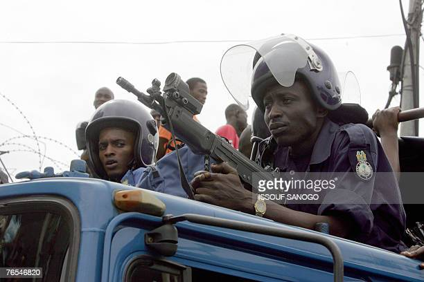 Sierra Leone police keep watch on a lorry 06 September 2007 at Freetown during an election meeting by current vicepresident Solomon Berewa of the...