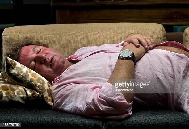 mittagsschlaf - behaarte männer stock-fotos und bilder