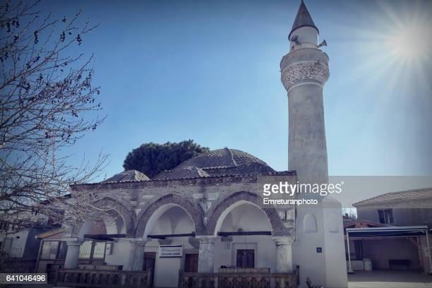 sigacik mosque near the aegean coast. - emreturanphoto - fotografias e filmes do acervo