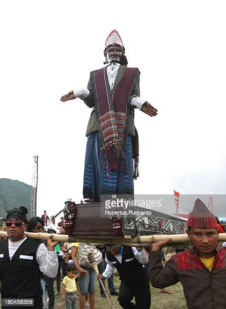 Sigalegale carnival enliven the opening ceremony of Lake Toba Festival 2013 on September 13 2013 in Medan Sumatra Indonesia Lake Toba Festival is a...