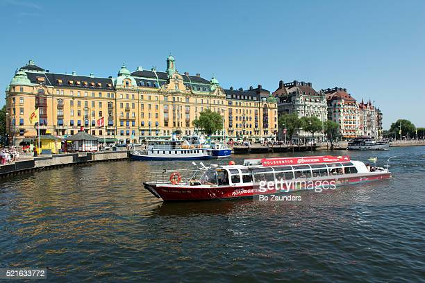 sighsteeing boat, stockholm - bo zaunders stock pictures, royalty-free photos & images
