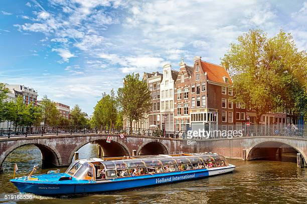 sightseeing boat in amsterdam, netherlands - amsterdam stock pictures, royalty-free photos & images