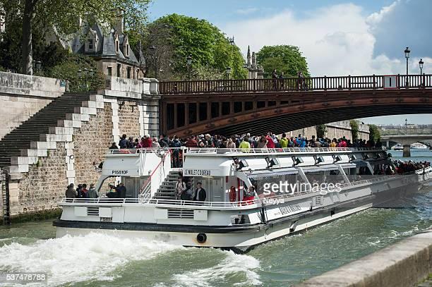 sightseeing boat on seine near ile de la cite, paris - paris island stock photos and pictures