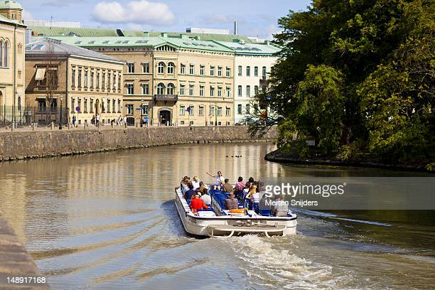 sightseeing tour boat on vallgraven. - merten snijders stock pictures, royalty-free photos & images