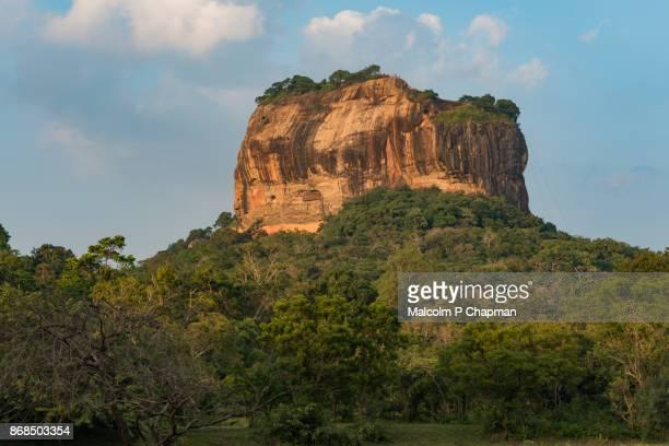 sigiriya lion rock fortress, sri lanka at sunset - sri lankan culture stock pictures, royalty-free photos & images