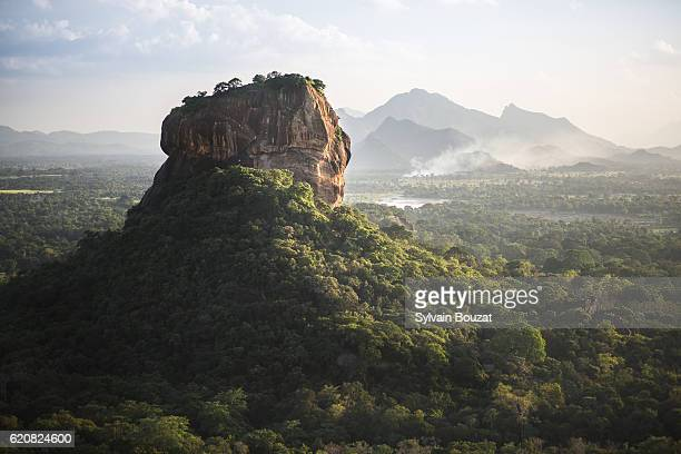 sigiriya lion's rock fortress - sri lanka stock-fotos und bilder