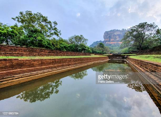 sigiriya rock, sri lanka (unesco world heritage site) - frans sellies stockfoto's en -beelden