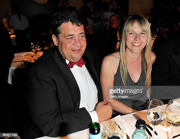 Sigmar Gabriel and Anke Stadler attend the HenriNannenAward at the Schauspielhaus on May 8 2009 in Hamburg Germany