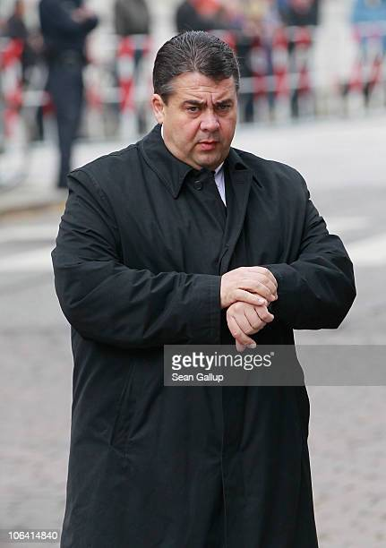 Sigmar Gabriel Chairman of the German Social Democrats arrives for the memorial service for Loki Schmidt wife of former German Chancellor Helmut...
