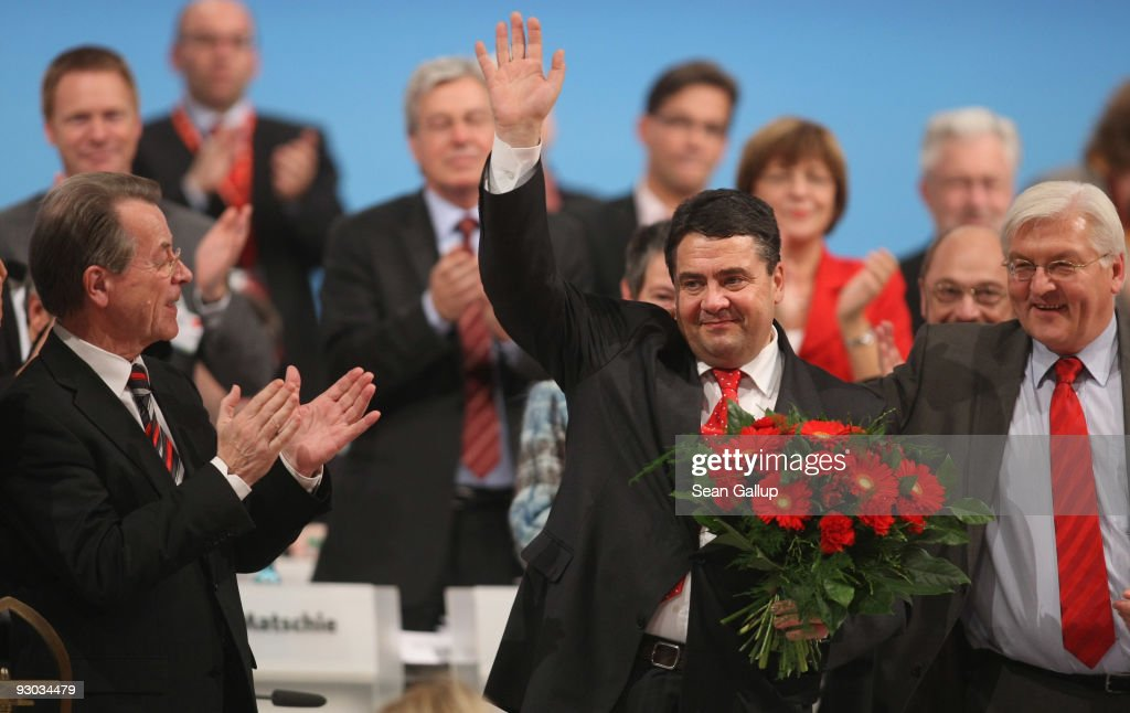 Sigmar Gabriel (C), waves after being elected new Chairman of the German Social Democratic Party (SPD) at the SPD party congress as outgoing Chairman Franz Muentefering (L) and SPD Bundestag faction leader Frank-Walter Steinmeier (R) look on on November 13, 2009 in Dresden, Germany. Gabriel will lead the party after it received a disastrous defeat in federal elections last September.
