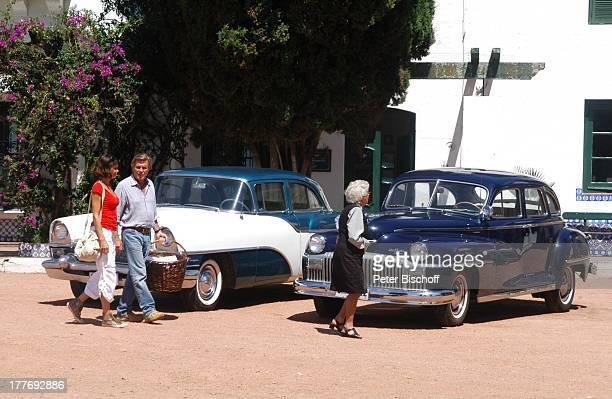 Sigmar Solbach Gerit Kling Haushälterin Zulma Herera Dreharbeiten zum ARDFilm Am Kap der Liebe Unter der Sonne Uruguays alter Titel Das Lied der...
