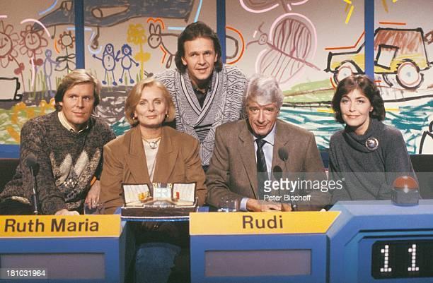"Sigmar Solbach, Ruth Maria Kubitschek, Moderator Fritz Egner, Rudi Carrell, Thekla Carola Wied, , ARD-Quiz-Show ""Dingsda"", , Bühne, ""Mini-Bühne"",..."