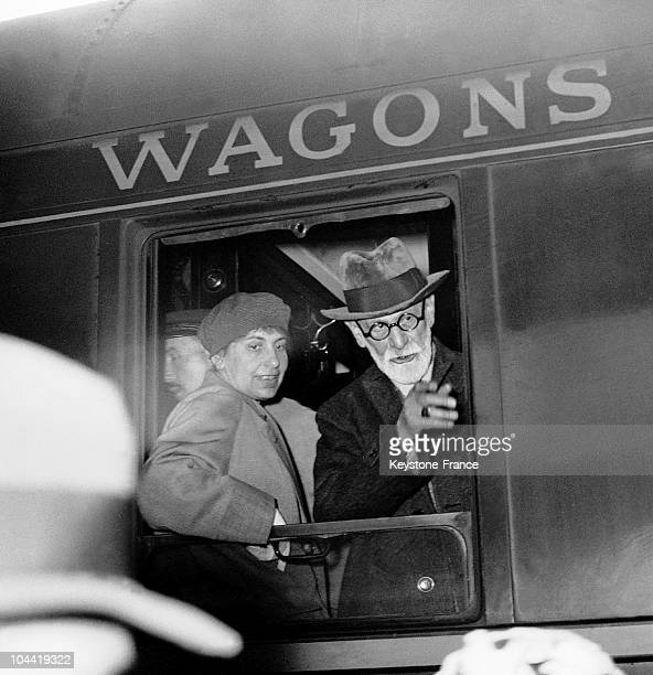 Sigmund Freud And His Daughter Anna Freud Arriving At The East Train Station In Paris On June 5 1938 They Fled Vienna And Nazi Threats