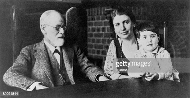 Sigmund Freud Anna Freud and granddaughter Eva Photograph 1929 [Sigmund Freud Anna Freud Enkelin Eva Photographie 1929]