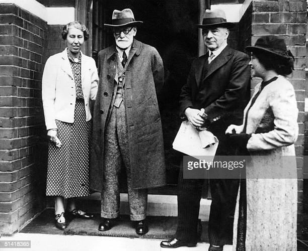 Sigmund Freud Austrian psychiatrist and founder of psychoanalysis and his daughter Anna pose for the photographer in front of their London house in...