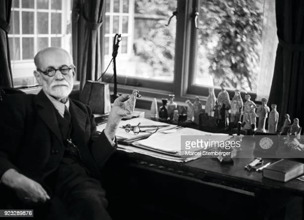 Sigmund Freud founder of psychoanalysis London 1938