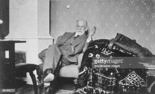 Sigmund Freud in his summer cottage Photography Around 1932 [Sigmund Freud in seinem Sommerhaus Photographie Um 1932]