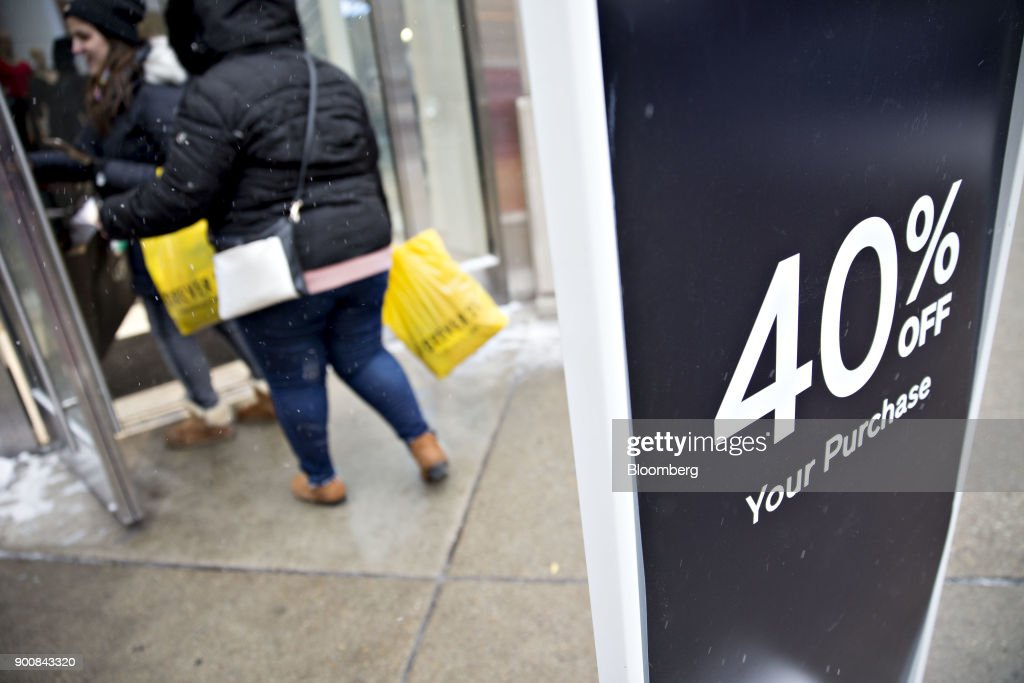 A sign advertises a 40% off sale as customers enter a Gap Inc. at the Magnificent Mile commercial district in Chicago, Illinois, U.S., on Friday, Dec. 29, 2017. Bloomberg is scheduled to release consumer comfort figures on January 4. Photographer: Daniel Acker/Bloomberg via Getty Images