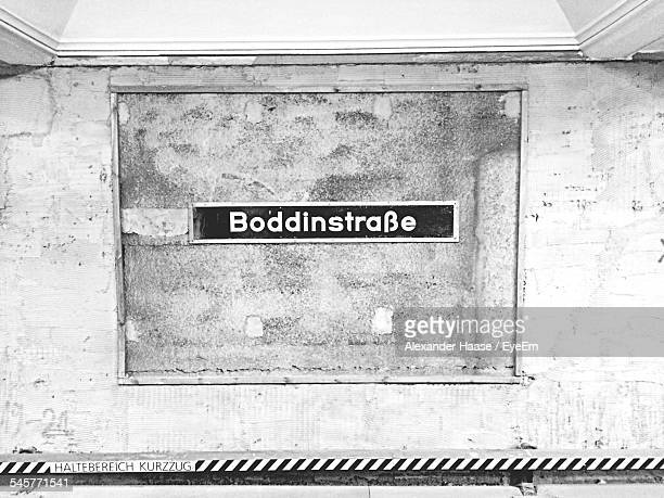 sign at u-bahn subway station - u bahn stock pictures, royalty-free photos & images