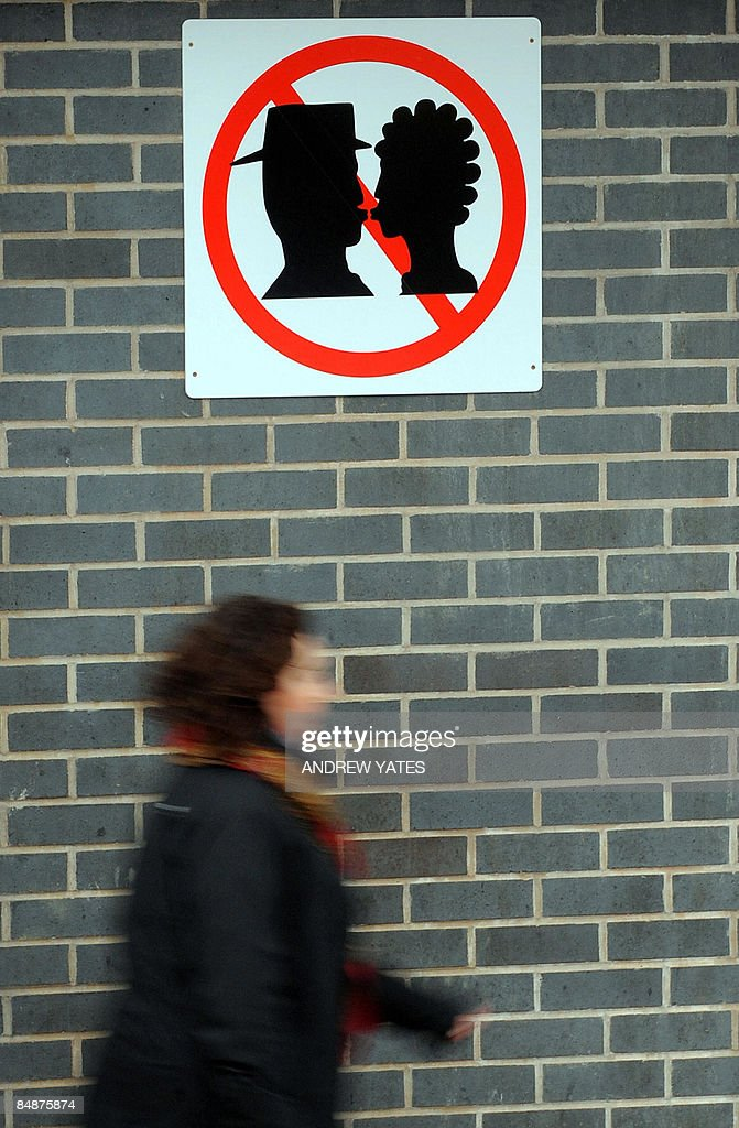 A sign depicting a no kissing zone is pi : News Photo