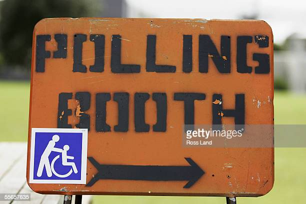 A sign directs voters to a polling booth at Kohimarama School September 17 2005 in Auckland New Zealand New Zealanders' begin to vote in the race for...