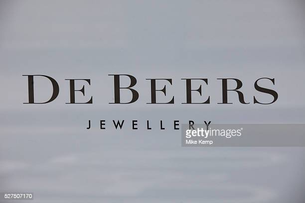 Sign for high end jewellers and diamond sellers De Beers
