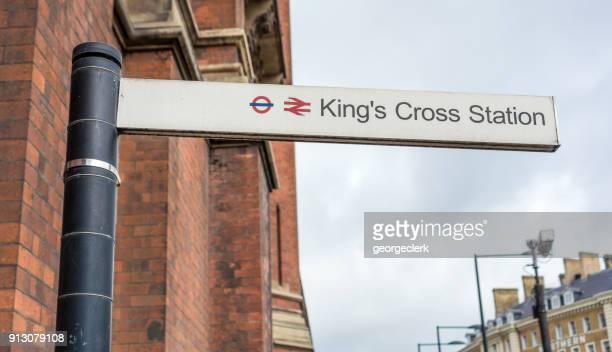 キングス クロス駅を署名します。 - キングスクロス駅 ストックフォトと画像
