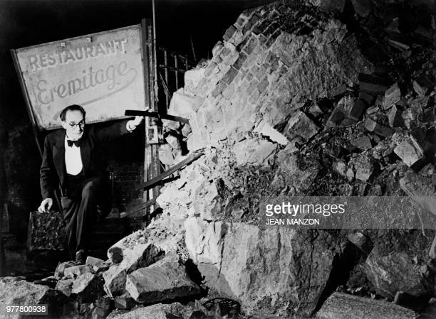 """Sign in the middle of the ruins indicates the way to the french restaurant """"Eremitage"""" in Berlin in December 1948 during the Berlin blockade."""