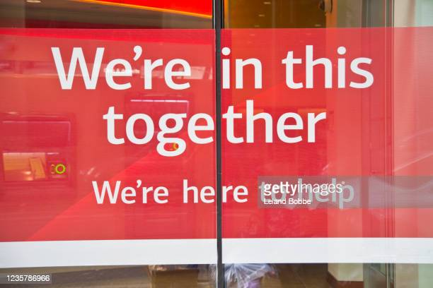sign in window saying we're in this together during covid-19 lockdown - text schriftsymbol stock-fotos und bilder