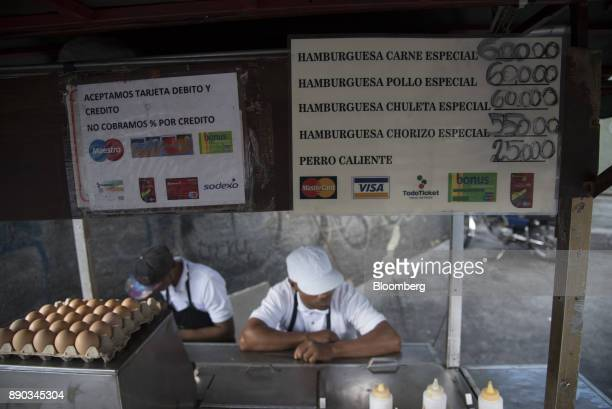 A sign indicating that credit cards are accepted is displayed at a food stand in the Chacao district of Caracas Venezuela on Wednesday Dec 6 2017...