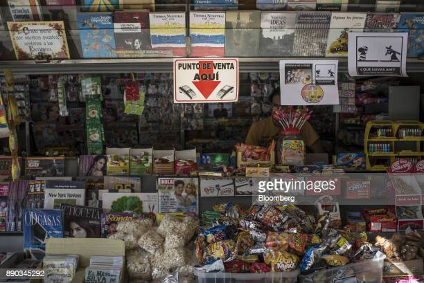A sign indicating that credit cards are accepted is displayed at a newsstand in the Altamira neighborhood of Caracas Venezuela on Wednesday Dec 6...