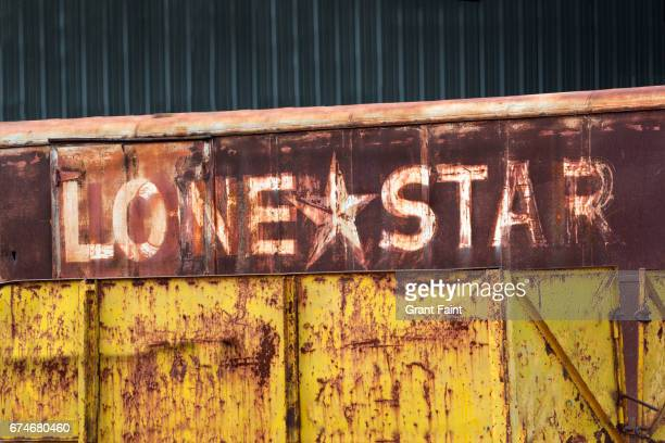 sign ion junk yard. - lubbock stock pictures, royalty-free photos & images