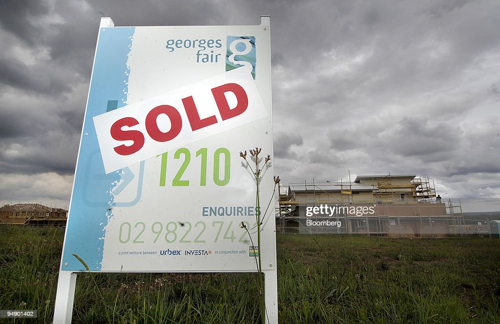 """A """"SOLD"""" sign is posted on the construction site of a new ho : News Photo"""