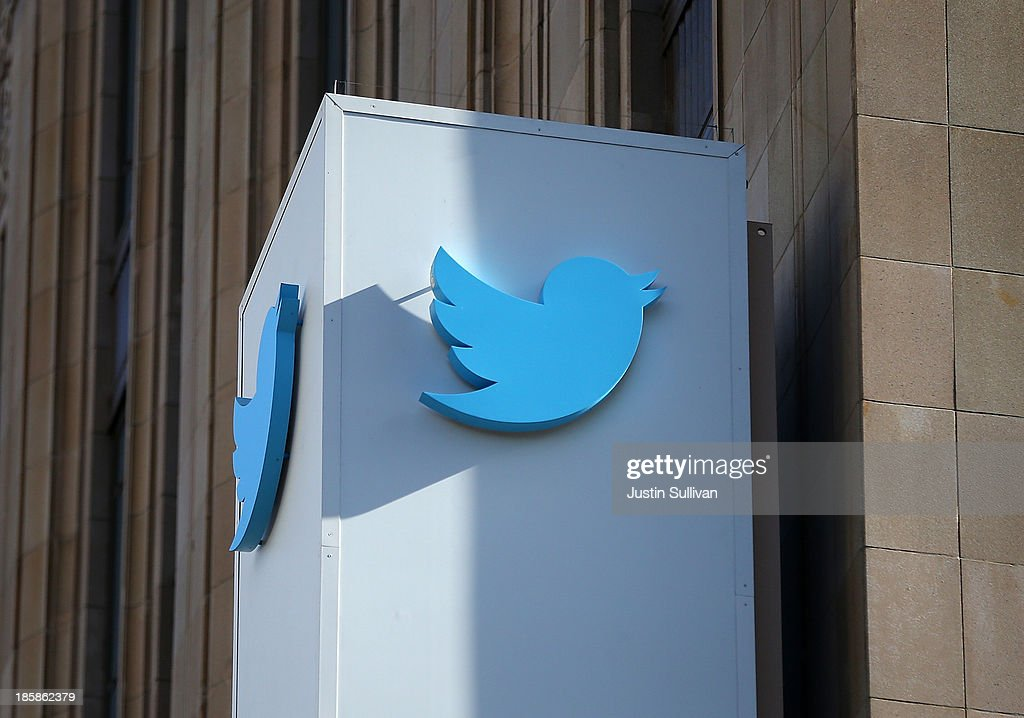 Twitter Sets IPO Price Of 17-20 Dollars : News Photo