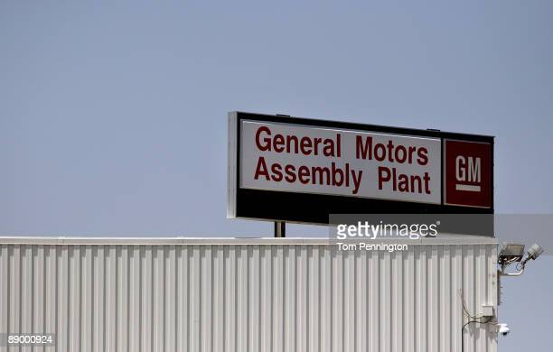 GM sign is seen at the General Motors Arlington Assembly Plant July 13 2009 in Arlington Texas More than 2000 workers were expected to return to the...