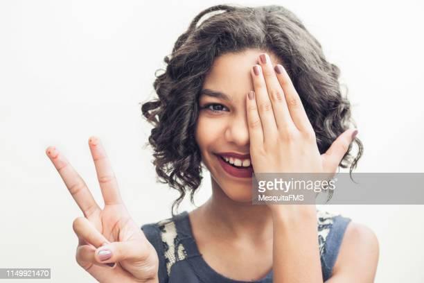 lingua dei segni - numero 2 foto e immagini stock