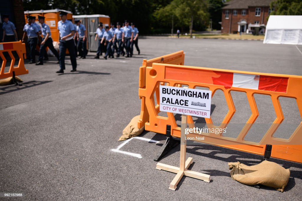 A Sign Marking The Measured Border Of Buckingham Palace Forecourt Is