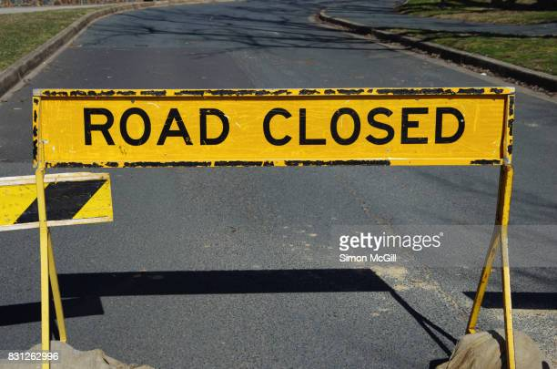 road closed sign near lake burley griffin, canberra, australian capital territory, australia - detour sign stock photos and pictures