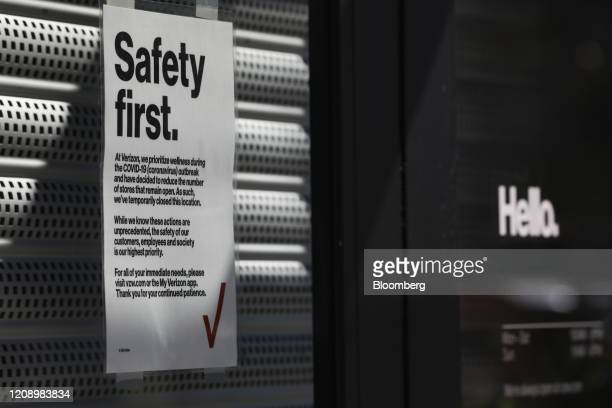 A sign notifies customers that a Verizon Communications Inc store is closed in the Hyde Park neighborhood of Tampa Florida US on Thursday April 2...