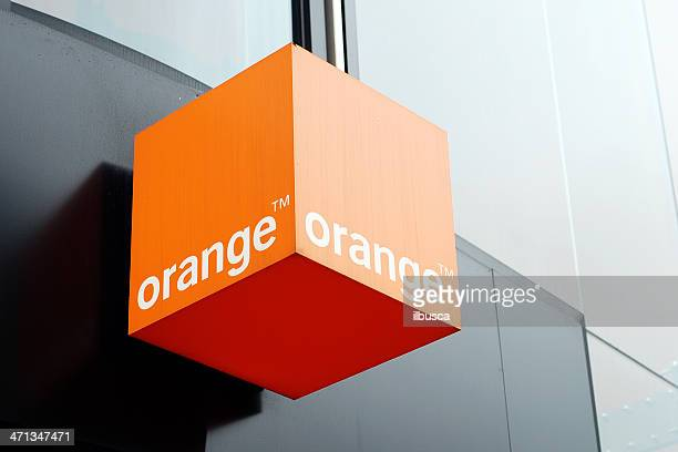 sign of orange store in liverpool - oranje stockfoto's en -beelden