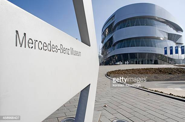 サインのメルセデスベンツ博物館、stuttgart ,germany ます。 - メルセデスベンツ博物館 ストックフォトと画像