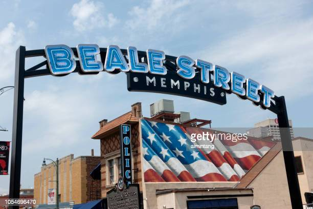 sign on arch at beale street in downtown memphis - beale street stock pictures, royalty-free photos & images
