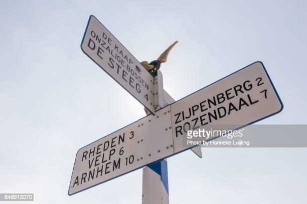 sign on posbank, veluwezoom national park - posbank ストックフォトと画像
